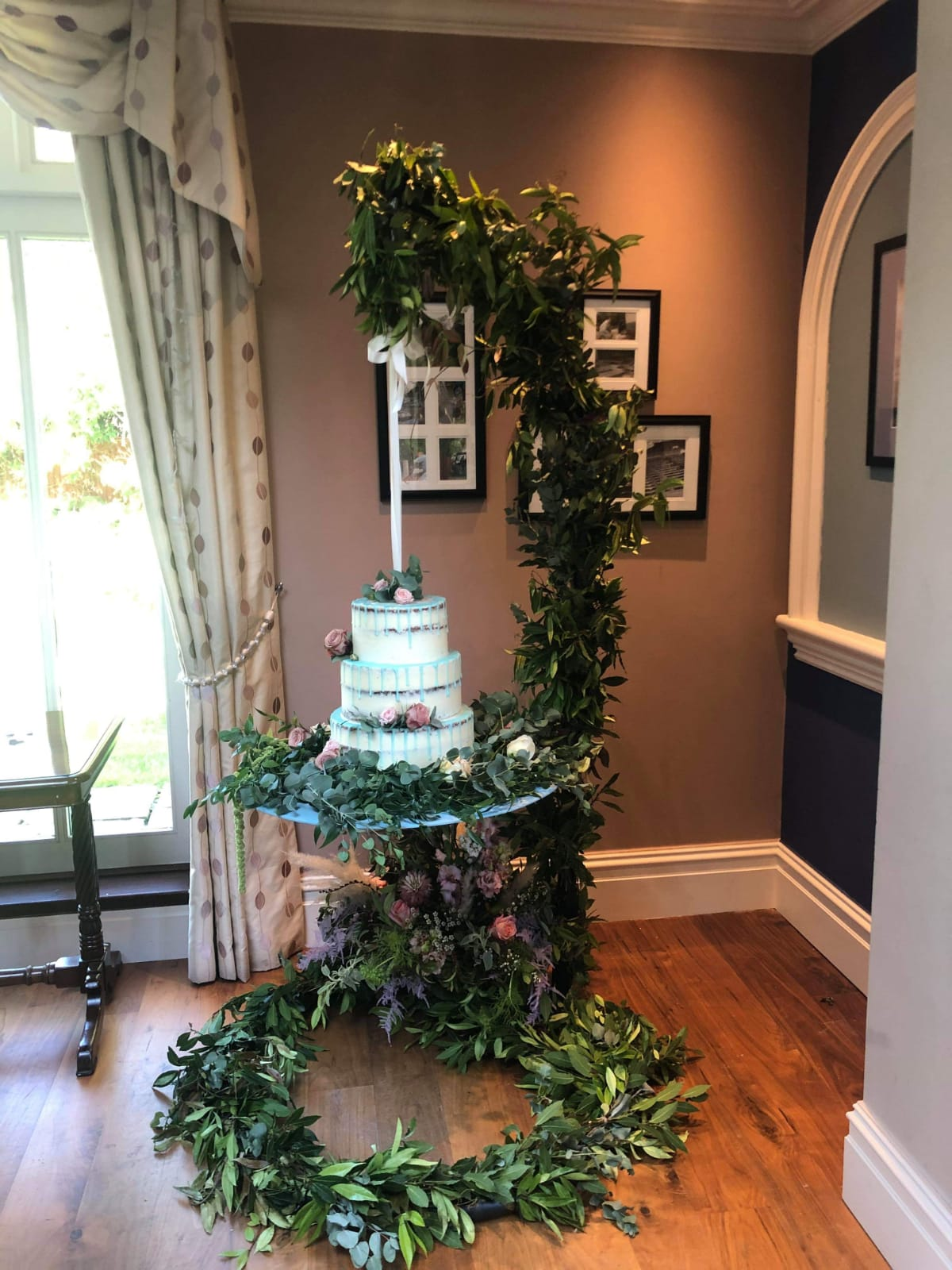 hanging wedding cake